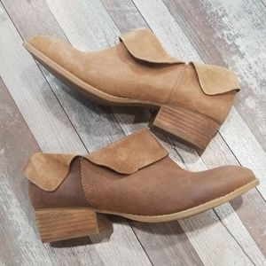 Crown Vintage taupe suede ankle booties size 8.5